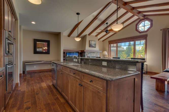 Luxury kitchen | 10199 Annies Loop