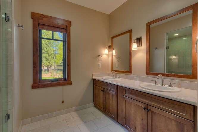 Master Bathroom | 10199 Annies Loop