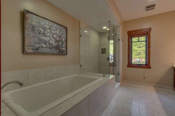Gorgeous bath tub in Master Bathroom | Gray's Crossing luxury townhome