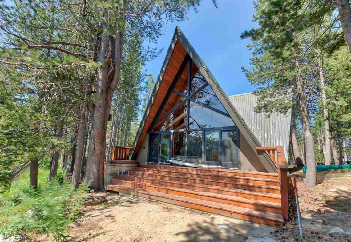 Serene Lakes Cabin | 1102 Island Way Soda Springs CA | Front View