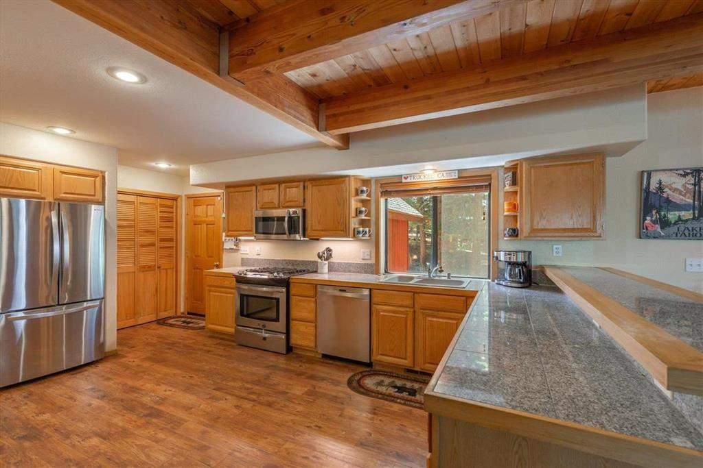 Gourmet kitchen   Tahoe Donner retreat