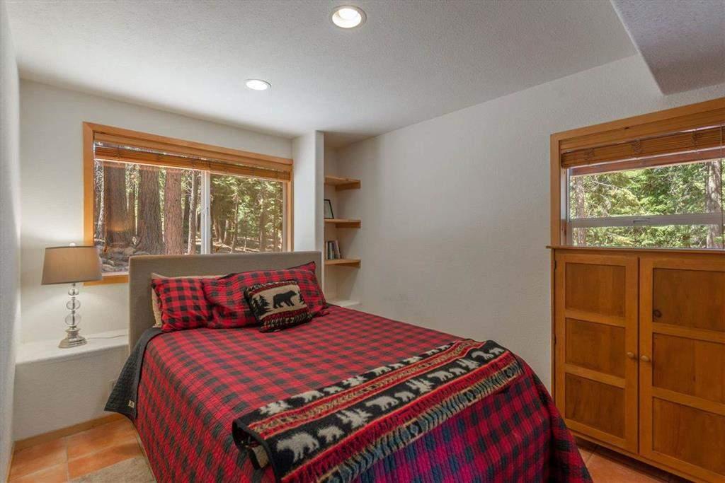 Guest bedroom   Tahoe Donner retreat