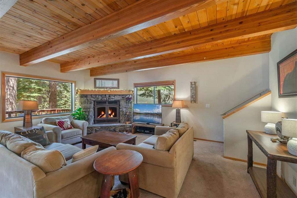 Beautiful living area   Tahoe Donner retreat