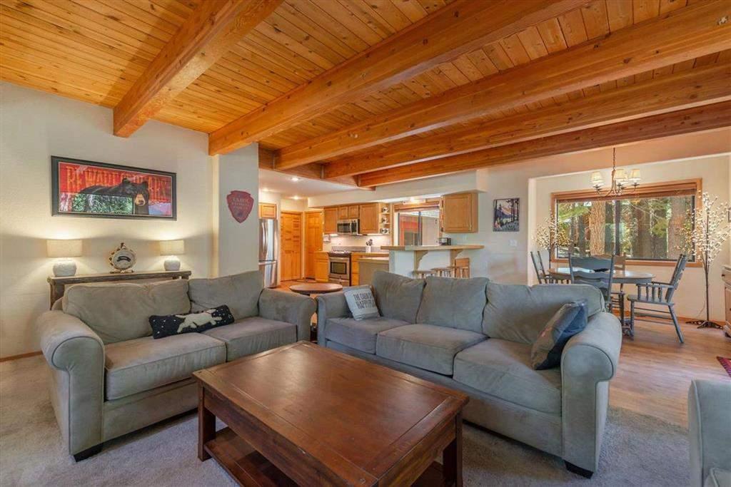 Living room   12136 Brookstone Dr.