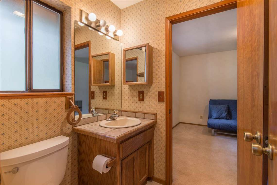 Truckee Cabin | 12480 Poppy Lane | Bathroom