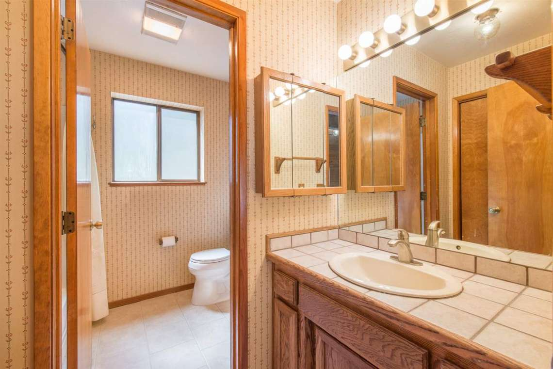 Prosser Real Estate | 12480 Poppy Lane | Bathroom