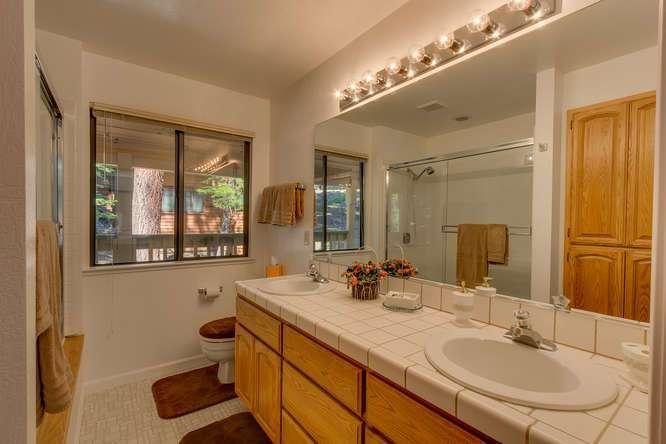 Master Bathroom   Lake Tahoe Getaway