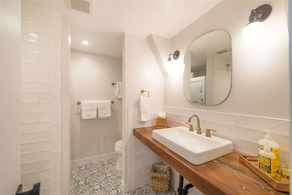 Tahoe City Real Estate | 135 Lakewood Lane | Bathroom