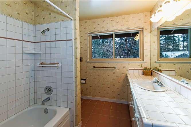 Tahoe City Real Estate | 136 Marlette Drive Tahoe City | Bathroom