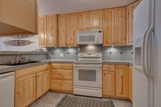 Lake Tahoe Real Estate | 2201 Scott Peak Pl 38 | Kitchen/Family Room