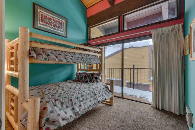 Lake Tahoe Ski Condo | 2201 Scott Peak Pl 38 | Bedroom