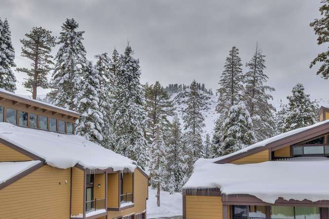 Alpine Meadows Ski Condo | 2201 Scott Peak Pl 38 | Patio