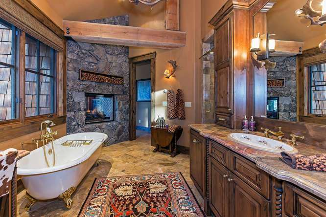 Huge Master Bathroom with Claw Foot Tub | Northstar Luxury Real Estate