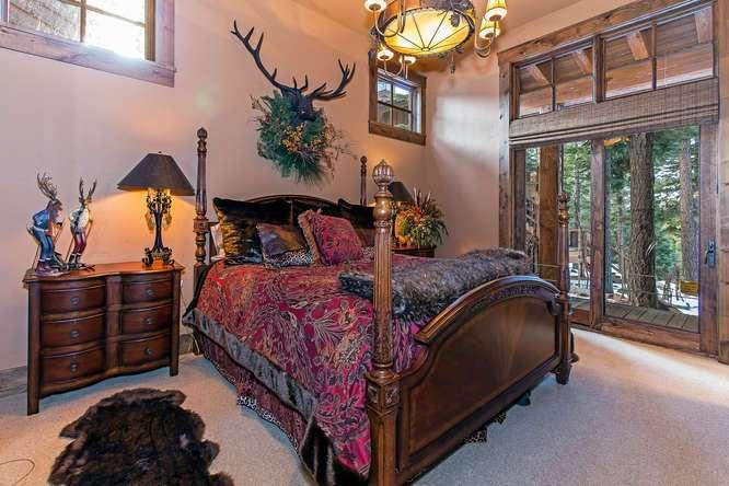Guest Bedroom with en suite bathroom | Northstar Luxury Real Estate