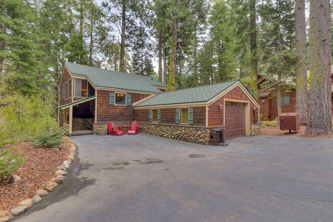 Lake Tahoe Cabin | 2565 Cedar Ln Homewood CA | Front Entry Detail