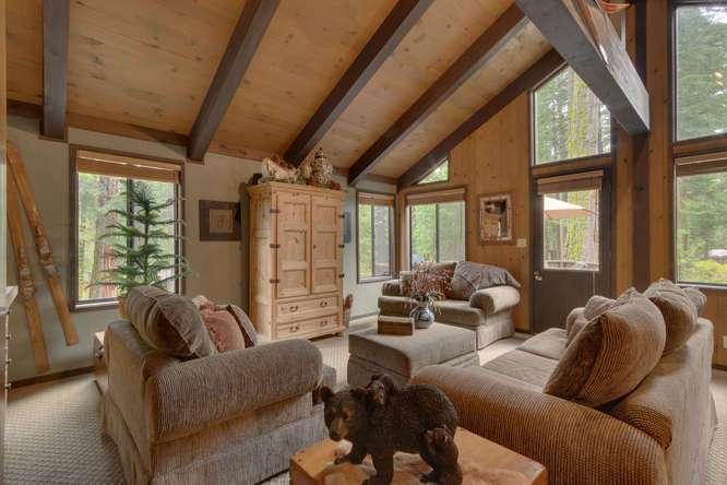 Homewood Real Estate | 2565 Cedar Ln Homewood CA | Living Room