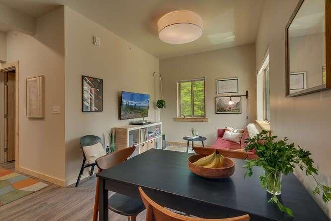 3000-W-Lake-Blvd-Tahoe-City-CA-small-006-011-2-Bedroom-Apartment-666x445-72dpi.jpg-nggid044167-ngg0dyn-666x444x60-00f0w010c010r110f110r010t010