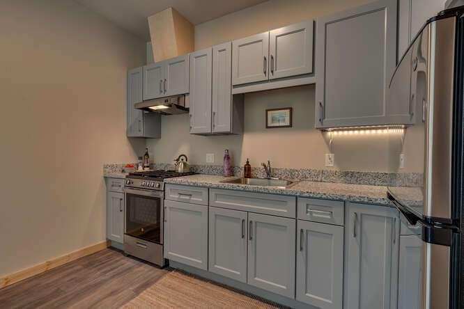 3000-W-Lake-Blvd-Tahoe-City-CA-small-008-016-2-Bedroom-Apartment-Kitchen-666x444-72dpi.jpg-nggid044177-ngg0dyn-666x444x60-00f0w010c010r110f110r010t010