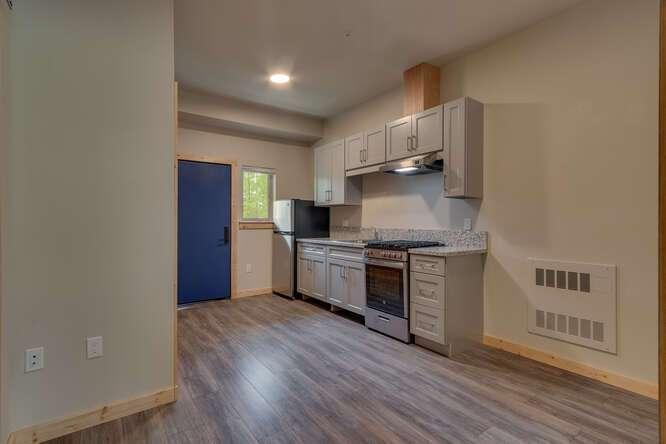 3000-W-Lake-Blvd-Tahoe-City-CA-small-012-012-1-Bedroom-Apartment-666x445-72dpi.jpg-nggid044179-ngg0dyn-666x444x60-00f0w010c010r110f110r010t010