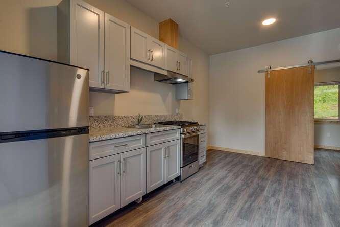 3000-W-Lake-Blvd-Tahoe-City-CA-small-013-008-1-Bedroom-Apartment-Kitchen-666x445-72dpi.jpg-nggid044180-ngg0dyn-666x444x60-00f0w010c010r110f110r010t010