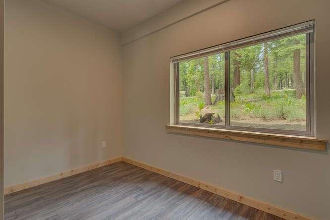 3000-W-Lake-Blvd-Tahoe-City-CA-small-014-017-1-Bedroom-Apartment-Bedroom-666x444-72dpi.jpg-nggid044171-ngg0dyn-666x444x60-00f0w010c010r110f110r010t010