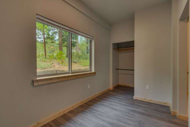 3000-W-Lake-Blvd-Tahoe-City-CA-small-015-014-1-Bedroom-Apartment-Bedroom-666x445-72dpi.jpg-nggid044173-ngg0dyn-666x444x60-00f0w010c010r110f110r010t010