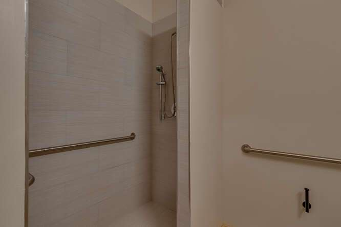3000-W-Lake-Blvd-Tahoe-City-CA-small-017-004-1-Bedroom-Apartment-Bathroom-666x444-72dpi.jpg-nggid044178-ngg0dyn-666x444x60-00f0w010c010r110f110r010t010