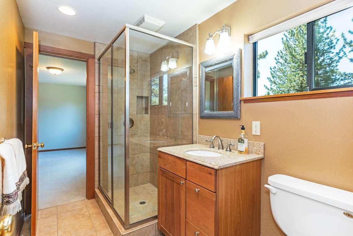 Tahoe Real Estate | 3145 Meadowbrook Dr | Bathroom
