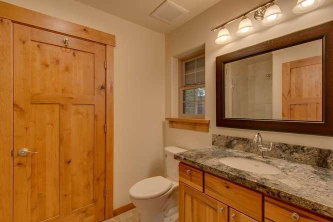 Tahoe City Real Estate | Ensuite Bathroom