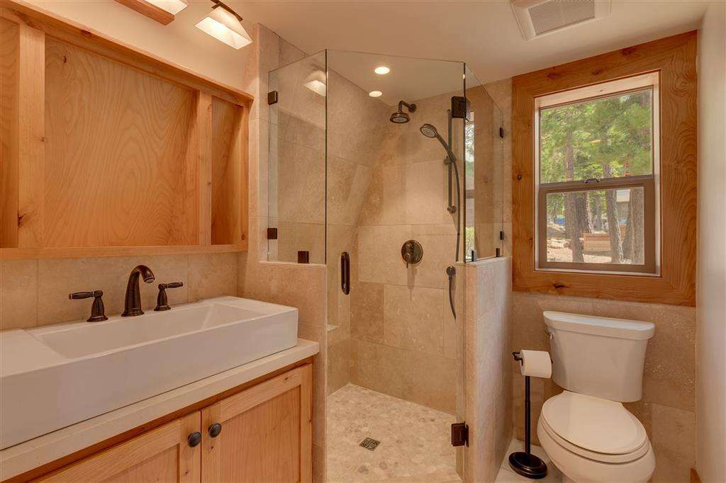 North Lake Tahoe Real Estate | 5219 Turquoise Ave | Bathroom