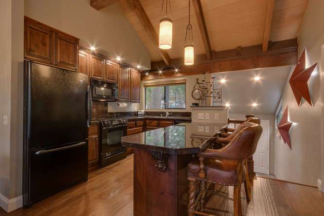 Truckee Real Estate | 6018 Mill Camp Truckee CA | Kitchen and Breakfast Bar