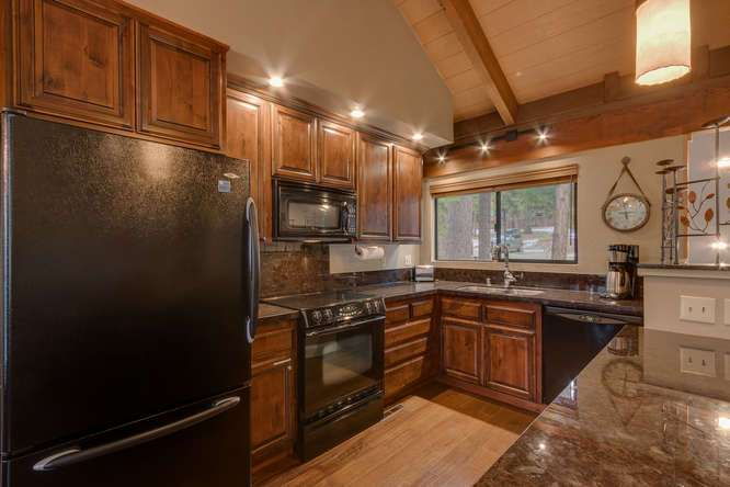 Tahoe Real Estate | 6018 Mill Camp Truckee CA | Kitchen