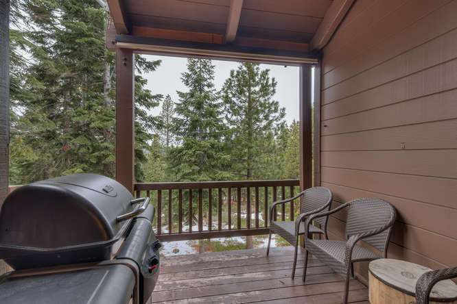 Truckee Realtor | 6018 Mill Camp Truckee CA | Deck