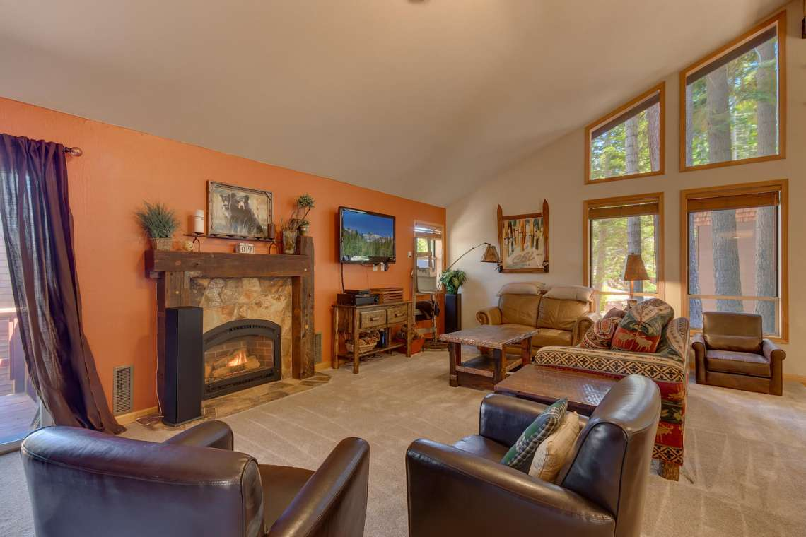 Homewood Luxury Real Estate | 6070 Quail Creek Rd | Living Room