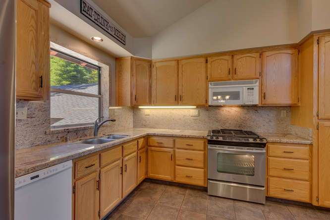 Lake Tahoe Real Estate | 6070 Quail Creek Road | Kitchen