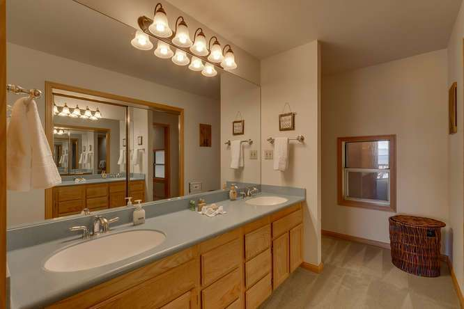 Lake Tahoe Real Estate | Master Bathroom