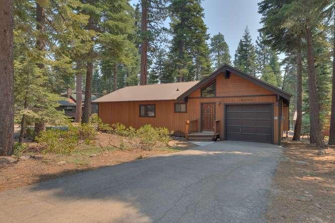 6498-Wildwood-Rd-Tahoe-Vista-small-001-005-Front-Exterior-666x445-72dpi.jpg-nggid044249-ngg0dyn-666x444x60-00f0w010c010r110f110r010t010