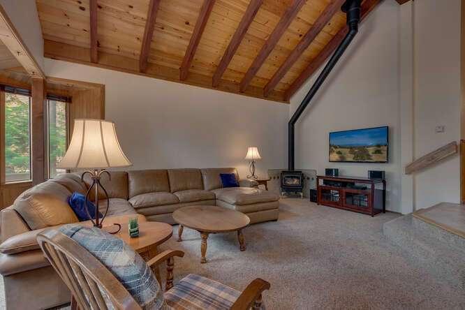 6498-Wildwood-Rd-Tahoe-Vista-small-002-006-Living-Room-666x444-72dpi.jpg-nggid044261-ngg0dyn-666x444x60-00f0w010c010r110f110r010t010