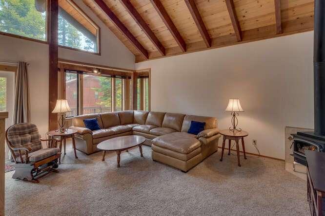6498-Wildwood-Rd-Tahoe-Vista-small-003-001-Living-Room-666x445-72dpi.jpg-nggid044260-ngg0dyn-666x444x60-00f0w010c010r110f110r010t010