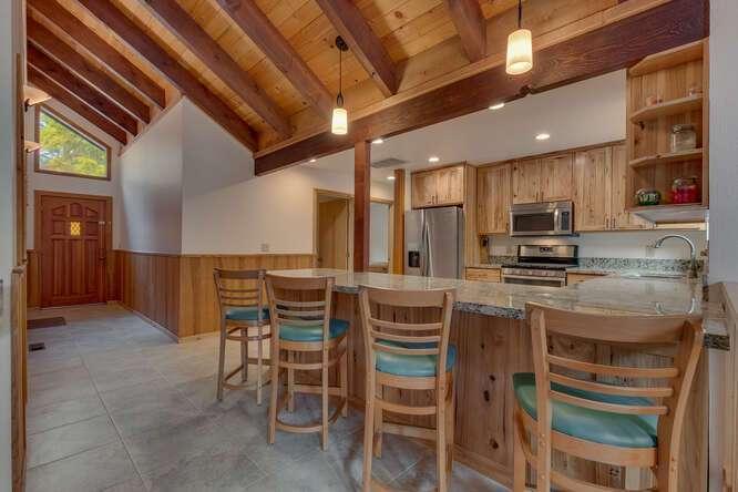 6498-Wildwood-Rd-Tahoe-Vista-small-005-011-KitchenBreakfast-Bar-666x445-72dpi.jpg-nggid044254-ngg0dyn-666x444x60-00f0w010c010r110f110r010t010