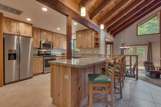 6498-Wildwood-Rd-Tahoe-Vista-small-008-016-KitchenBreakfast-Bar-666x444-72dpi.jpg-nggid044248-ngg0dyn-666x444x60-00f0w010c010r110f110r010t010