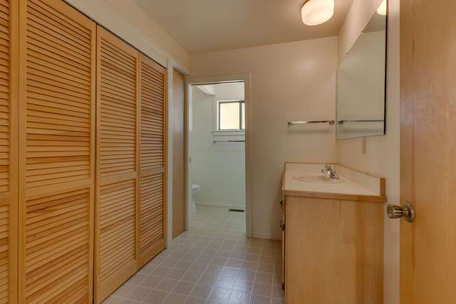 6498-Wildwood-Rd-Tahoe-Vista-small-013-009-Bathroom-666x445-72dpi.jpg-nggid044258-ngg0dyn-666x444x60-00f0w010c010r110f110r010t010