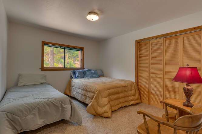 6498-Wildwood-Rd-Tahoe-Vista-small-014-008-Bedroom-666x445-72dpi.jpg-nggid044262-ngg0dyn-666x444x60-00f0w010c010r110f110r010t010