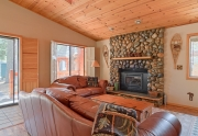 6632 Pine Street | Tahoma Real Estate | Expansive living space
