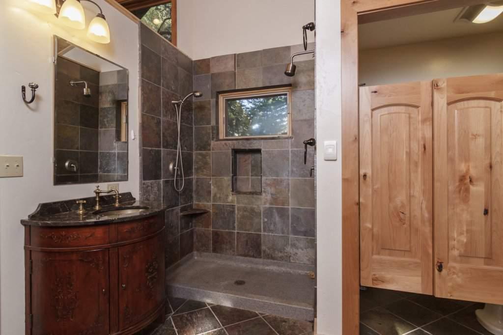 7001 Hilo Avenue | Master Bathroom | Lake Tahoe Real Estate