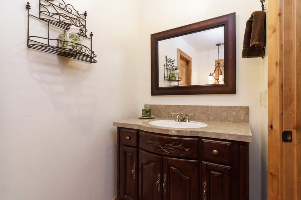 7001 Hilo Avenue | Guest Bathroom | Lake Tahoe Real Estate