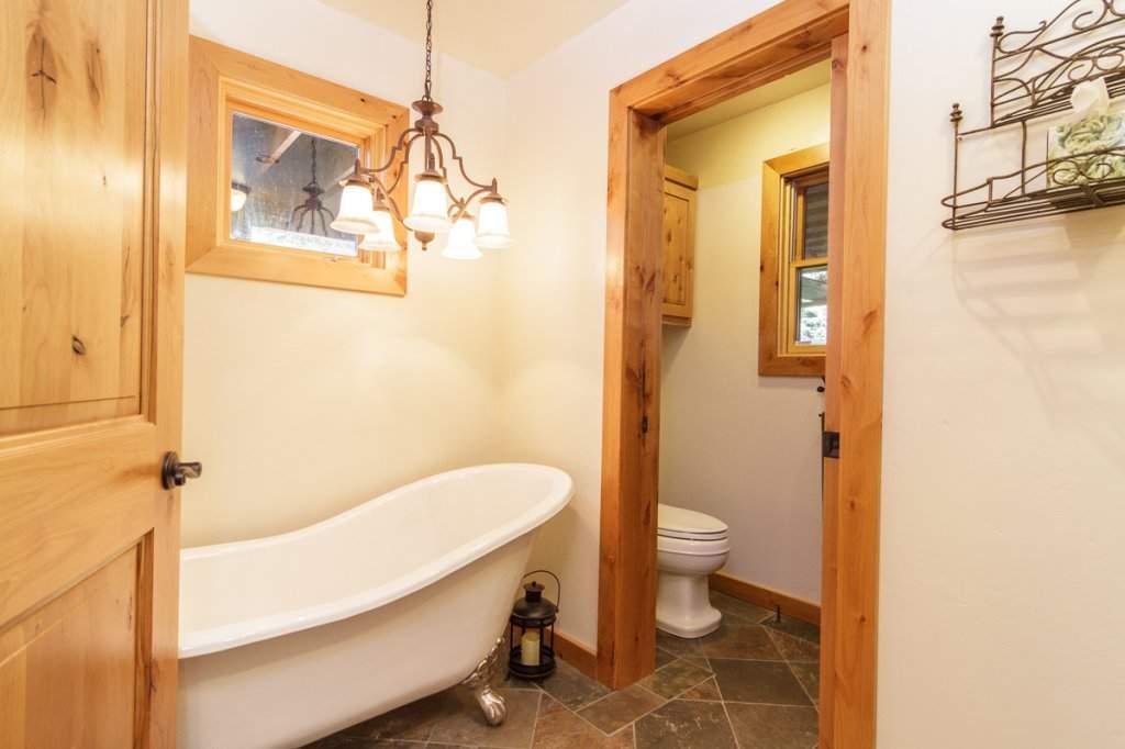 7001 Hilo Avenue | Guest Bathroom | Lake Tahoe West Shore Real Estate