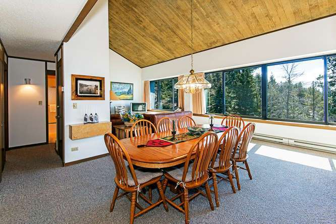 Brockway Springs Lakefront-small-006-6-Dining Room-666x445-72dpi