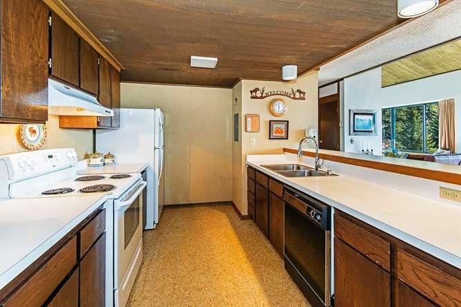 Lake Tahoe Luxury Real Estate   Penthouse Kitchen