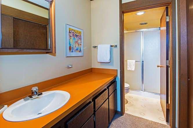 Lake Tahoe Penthouse For Sale   Master Bathroom